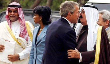 bush-kisses-saudi-prince-4-15-09.png