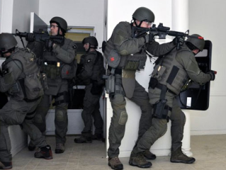 Swat Team via AmericanSpecialOps.com