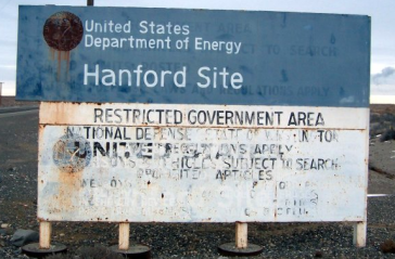 Hanford Warning sign TobinFricke in January 2005. wikimedia commons