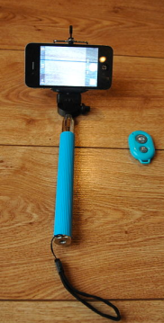 Selfie Stick via Wikimedia Commons
